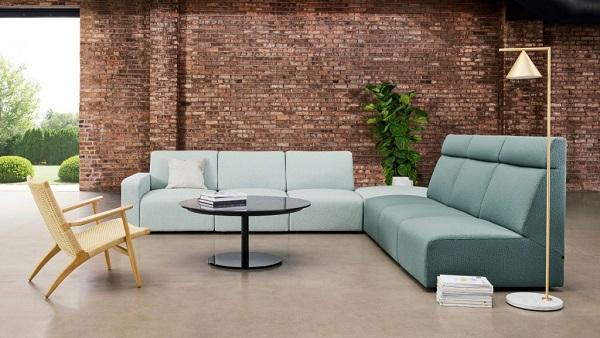 Không chỉ sở hữu thiết kế tay trứng linh hoạt, mẫu sofa góc văn phòng này còn mang đến vẻ đẹp hài hòa, tươi mát nhờ sắc xanh dịu nhẹ.