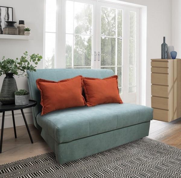 Chỉ cần mở phần lưng và phần đệm ngồi bên dưới ra là bạn có thể sở hữu một chiếc giường tương đối rộng rãi thoải mái để nghỉ ngơi