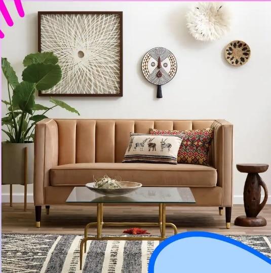 Chân gỗ nâu bọc kim loại mạ vàng sang trọng nâng cao kết hợp tay vịn và lưng ghế cao giúp mẫu sofa văng 1m2 thêm cao ráo, thanh thoát và đảm bảo sự riêng tư của người ngồi trong đó
