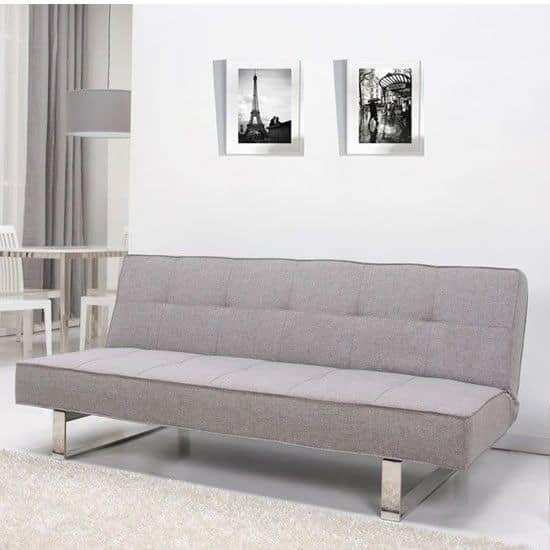 Sofa như một chiếc giường mini giúp bạn có những khoảng thời gian ngả lưng nghỉ ngơi thư giãn.