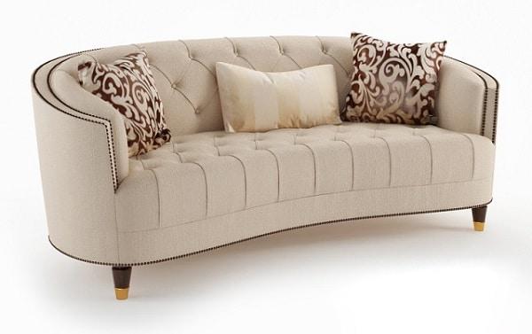 Gam màu trắng kem kết hợp đường viền và chân ghế nâu tạo nên sự nổi bật cho ghế sofa da lộn kiểu dáng tân cổ điển