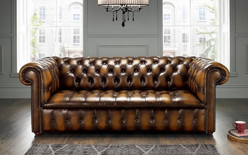 Sofa da thường mang lại vẻ đẹp sang trọng và thời thượng cho căn phòng.