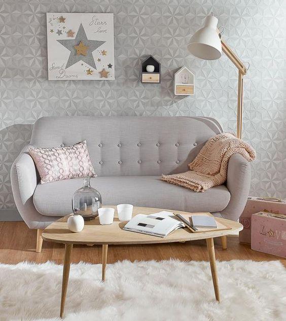 """Sofa văng đơn kết hợp với bàn trà tạo ra một không gian cực """"chill""""."""