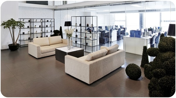 Thiết kế không chân giúp sofa trở nên độc đáo và ấn tượng hơn.