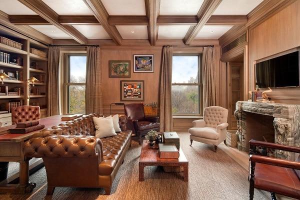 Sofa da được kết hợp với nội thất gỗ sẽ mang đến vẻ đẹp vô cùng đẳng cấp, sang trọng cho không gian.