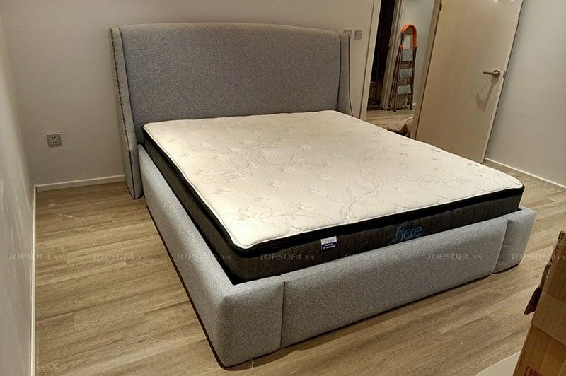 Bàn giao giường ngủ bọc vải cao cấp tại nhà khách hàng