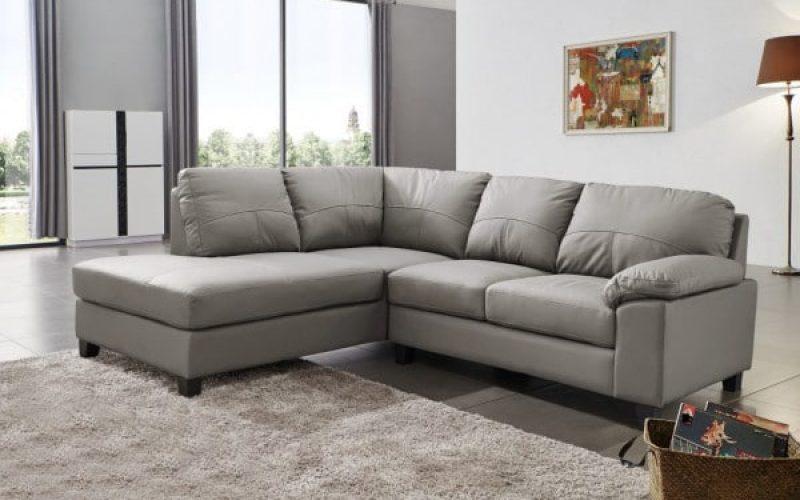 Thiết kế màu ghi sáng của mẫu sofa này sẽ đem đến không gian tươi sáng cho căn phòng của bạn