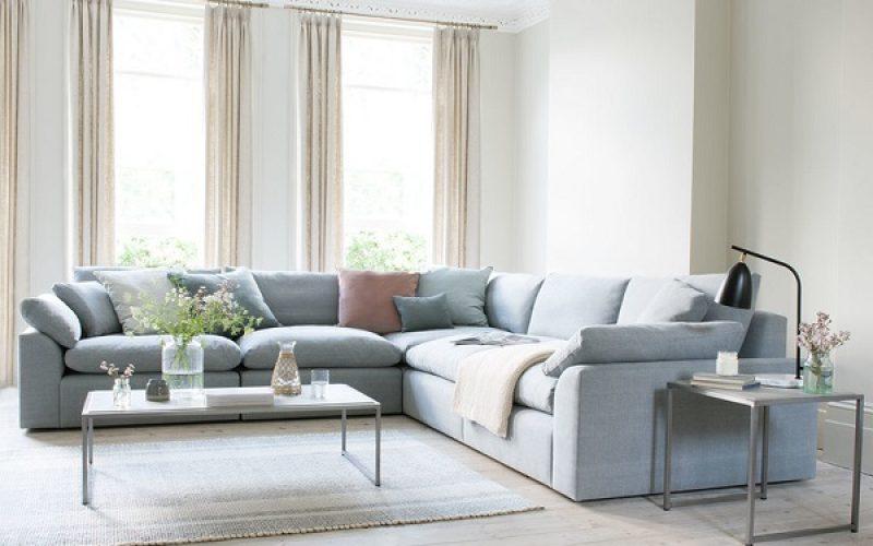 Thiết kế không chân giúp người sử dụng tránh va chạm vào chân ghế khi đi lại hay dọn dẹp nhà, ngoài ra còn dễ chi chuyển và sắp xếp nếu muốn thay đổi vị trí của các đồ nội thất trong nhà.