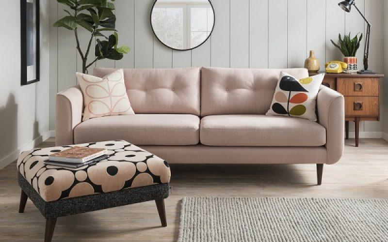 Thiết kế đơn giản kết hợp với màu hồng nhẹ nhàng, trẻ trung toát lên sự thân thiện, dễ gần trong các cuộc trò chuyện. Không chỉ vậy, bạn có thể phối hợp dễ dàng với các đồ dùng trang trí khác trong căn phòng.